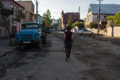 Dincolo de lux e strada care nu a vazut asfaltul