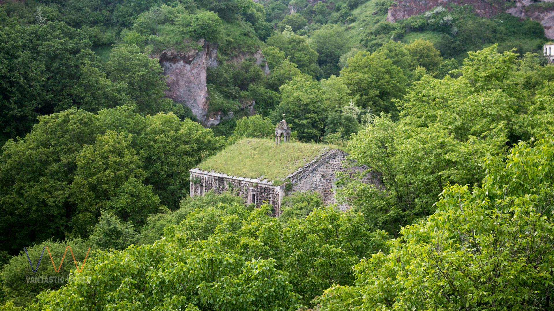 Biserica, una cu natura