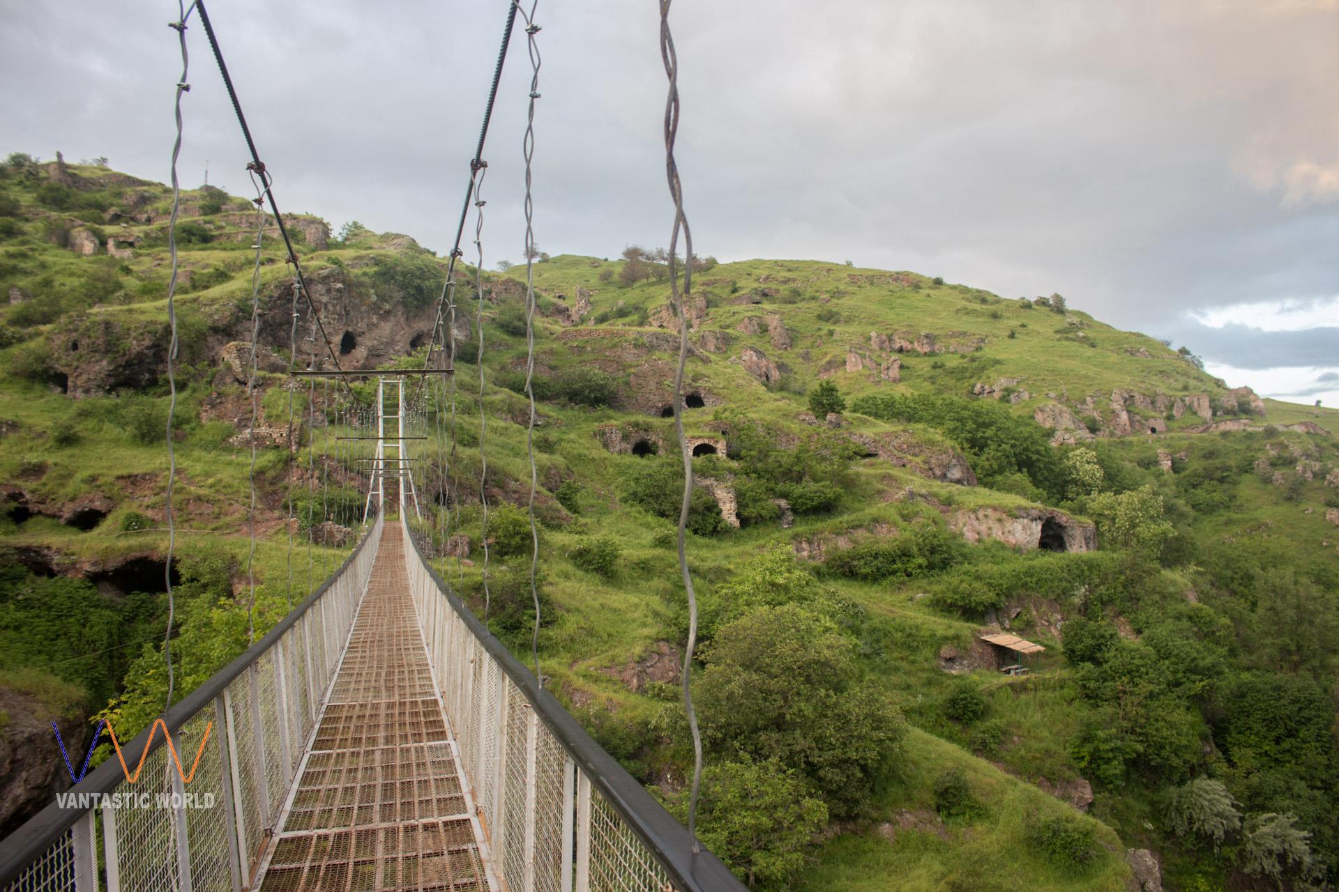 Podul și locuințele